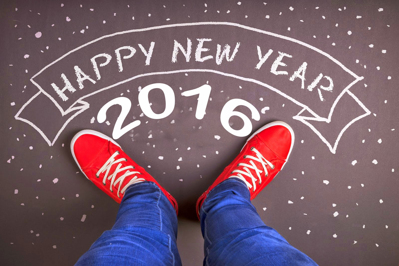 2016-year-computer-red-shoes-happy-new-year-1600x1068